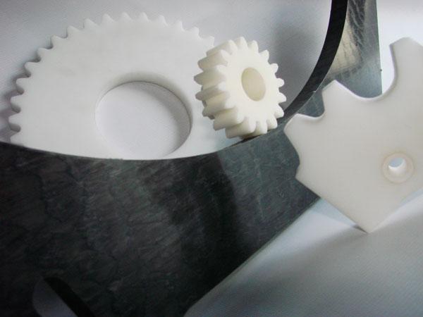 Mecanizados de plásticos en todo tipo de piezas como planchas, barras, piezas especiales en plásticos